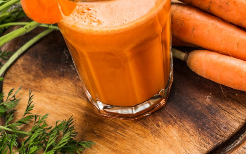 Fresh-carrot-juice-and-carrots-on-chopping-board-000061878332_Small